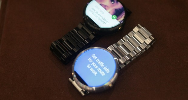Moto 360 with stainless steel band shipping November 11